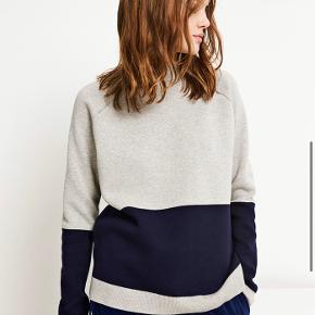 Lækker sweater fra Envii, i blå og grå💙 den er small, men kan godt passes af en M.