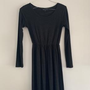 Kjole fra Envii i stretchy stof
