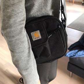 Sælger denne meget populære taske for en veninde, da hun ikke for den brugt:( Mp= vil helst ikke under 200kr, men Byd hvis interesseret;) Køber betaler fragt