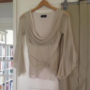 Ann Wiberg sæt. Lang nederdel og top.  Brugt få gange, men er som nyt. Str. M/S. Per del 100. Kan både købes hver for sig og samlet.