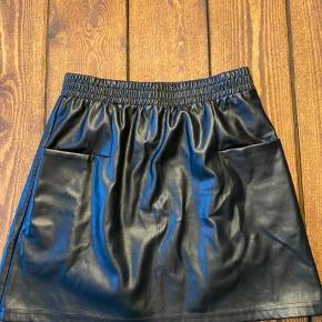 🌸 Næsten ikke brugt  🌸 IKKE-ryger hjem  🌸 Fin nederdel med 2 lommer foran