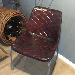 Superfine stole evt til vinrummet, retrolook skalstole, lædersæde. De helt nye, pris er pr stk. Kan stables  Butikspris pr stk er 1299kr  Sælges evt samlet har 3 stk af denne model.