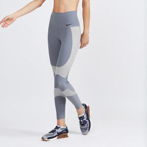 Sælger disse helt nye Nike Power Legend Contour tights, da de ikke er optimale for min sportsgren. De er helt nye! Str. small :)