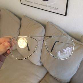 Ubrugte læsebriller . +1  Kan afhentes i Århus eller Vejle, eller sendes med DAO:)