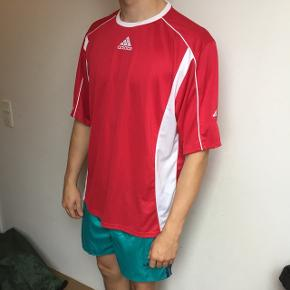 Rød  Adidas sports t-shirt.  Retro/vintage