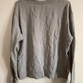 Rigtig lækker sweater fra Acne Studios - den er brugt, men fejler intet :)