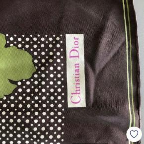 Flot vintage tørklæde i silke fra Christian Dior med blomster på. 75x75