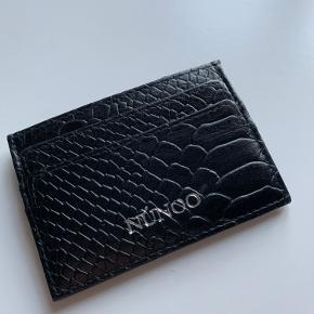 Sælger denne kortholder fra nunoo, da jeg ikke får den brugt mere, efter at ha brugt den i en uge  - køber betaler selv fragt!☺️
