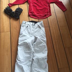 Skitøj til børn/unge  Trøje str 140 Bukser str 134 Handsker str 6 BYD