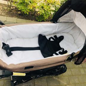 Emmaljunga barnevogn inkl. Lift og sele. Købt i 2017 og er stortset ikke brugt. Kan ses i Varde