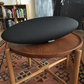 Elegant og tidsløs Zeppelin højtaler fra Bowers & Wilkins.  Kan afhentes i Nordhavn.