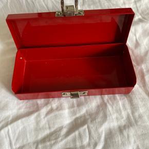 Suprême kasse  Den er næsten som ny men farven er faldt et sted eller 2