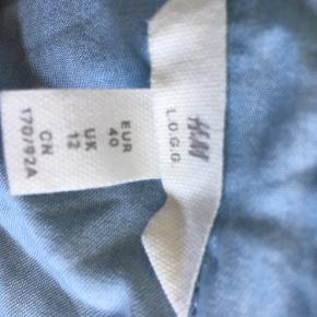Super fin lyseblå luftig skjorte.  100% Lyocell