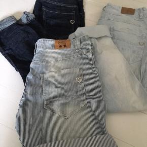Shorts str M, brugt få gange da de er for store - 400,- Stribede str M, brugte med i perfekt stand - 350,- Mørke jeans str S, helt nye - 400,-