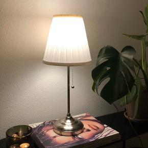 Lampen er i super god stand og pæren medfølger 😊 Køber henter selv i Aalborg!