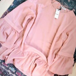 Varetype: Bluse Størrelse: 38/40 Farve: Lyserød