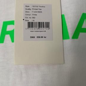 Helt ny Mads Nørgaard t-shirt. Den er i børnestørrelse i str. 14, hvilket svarer til str. small i voksenstørrelse. Np var 250, er åben for bud