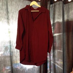 Flot lang lilla skjorte brugt få gange  str L BYD