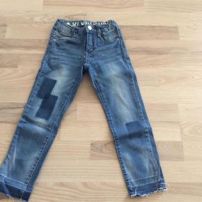 Varetype: Jeans Piger Farve: Jeans Oprindelig købspris: 499 kr. Prisen angivet er inklusiv forsendelse.  Via mobilepay og DAO. Se også alle de andre annoncer i samme str :o)