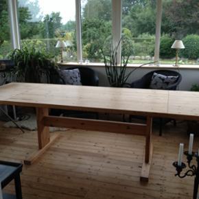 Fyrtræs plankebord massiv kan bejses.