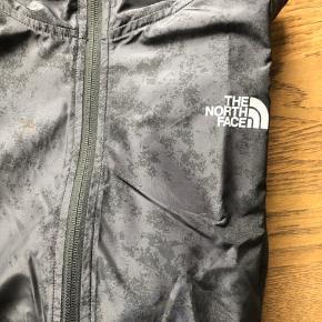 Sort vandtæt løbe/regnjakke. Nypris 1399