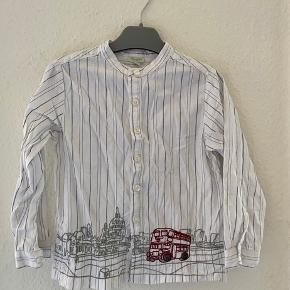 Minsoon skjorte 122  -fast pris -køb 4 annoncer og den billigste er gratis - kan afhentes på Mimersgade 111 - sender gerne hvis du betaler Porto - mødes ikke andre steder - bytter ikke