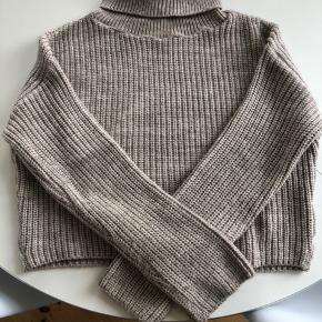 Cropped strik sweater fra NAKD med dejlig høj hals 😊