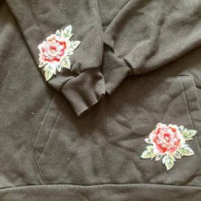 Hættetrøje med pop ud blomster 🦄