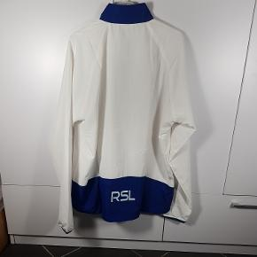 Helt ny Windbreaker fra mærket RSL. I str. L. Har flere i denne str. Sælges normalt for 250kr. I butikker. Skriv endelig ved spørgsmål 😀