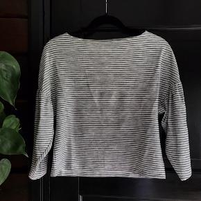 Kort bluse med striber fra H&M trend