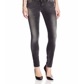 Diesel jeans sælges  Model: super slim skinny - regular waist Materiale: stretch Str: 24/32 Farve: Black wash 0607G Stand: fremstår som nye  Nypris: 1200kr Sælges for 100kr