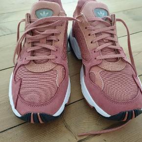 Adidas Originals, Falcon W i dark pink, helt nye. Kun prøvet indendørs, men må desværre sande, at de er for små.