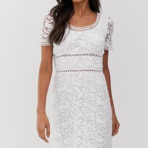 Helt ny kjole Str 36.  Stadig med mærke på.