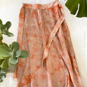 Smuk nederdel i silke.