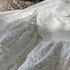 Fin hvid bomulds nederdel med lynlås bagpå