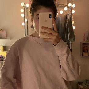 Super fin sweatshirt fra Weekday.  Fitter XS-S