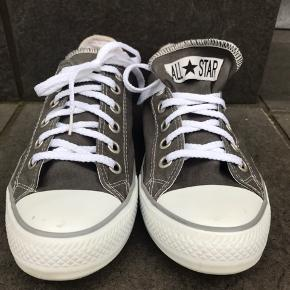 I fin stand, ikke trådt ud i hælen, der er masser af liv endnu i denne sko!   Str. 39 (unisex) Indvendig mål 26cm  Kig forbi, giver mængderabat.   Kommer fra røg og dyrefrit hjem.   #trendsalesfund  Tøj og sko til både til herre & damer!  Tags: Ralph Lauren, Tommy Hilfiger, Hugo Boss, Nike, Adidas, The North Face, WOOD WOOD, Levi's, GABBA, Giorgio Armani, ACNE, LACOSTE, Carhartt, Hard Rock Café, Diesel, Converse, Ed Hardy, BURBERRY, Lindbergh, mm.!