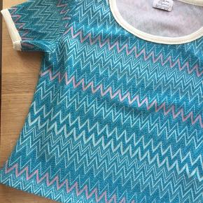 Zara t-shirt i stand som ny - brugt få gange. Vintage look.