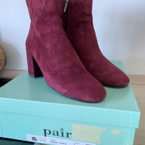 Fejlkøb og kun brugt 1 gang. Støvlerne fremstår derfor som helt nye.