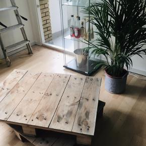 2 stk. halvpaller til afhentning i Søborg. Kan males og bruges til at lave møbler ud af, f.eks en bænk, sofabord etc...