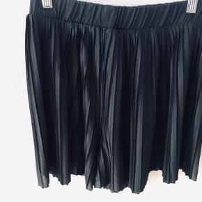 Shorts som ligner en nederdel.