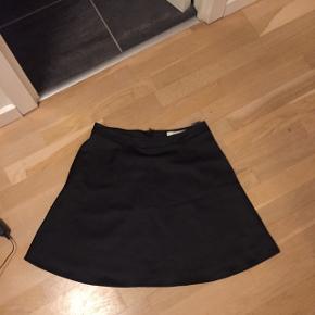 Super flot nederdel fra Pieszak i glat stof - nypris 1200 kr Bytter ikke