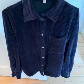 Skjortejakke i fløjl HM trend   Bytter ikke