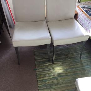 4 pæne intakte læderstole med stålben - eksklusive fra Ide Møbler, nu kun 500,- for alle 4