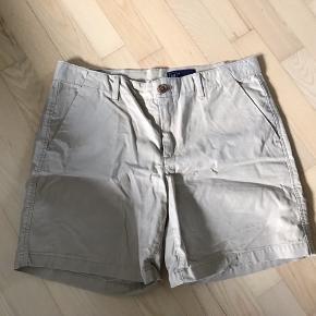 Jeg sælger disse mega fede GAP shorts, som er blevet brugt 1 gang i maks 3 timer. De er super rare at have på.  Ny pris: 300kr