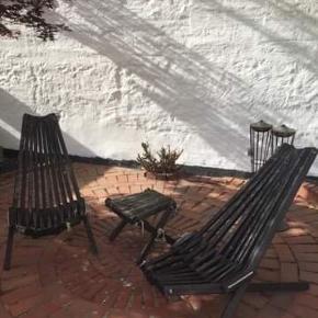 HORNBÆK Lounge stole og bord, sortbejdset. Trænger til pleje og en kærlig hånd.   Nypris 1599.- Per stol og 499.- for bord.  Sælges samlet for 1.000.- og ellers er I meget velkomne til at byde.
