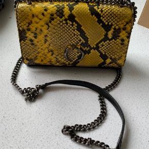 Markberg taske nypris omkring 1300-1600kr Super pæn og sælges kun da hun har for mange tasker og skal flytte i ny bolig