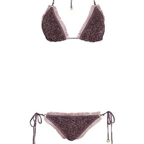 Smuk bikini med glitterfarver sælges i originalt etui. Str. 1 som svarer til en str. small. Brugt 1 gang og renset.  Jeg handler kun via mobilepay.