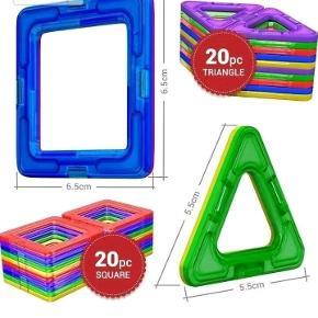 Helt nyt legetøj, et sæt med 40 dele: 20 trekanter, 20 firkanter samt et inspirationshæfte.   Magnetlegetøjet kan bruges sammen med Magformers, Magsmarters, Magplayer samt andre magnetiske byggeklodser af samme størrelse.   Flere sæt haves, så farverne på brikkerne vil være anderledes fra dem, man ser på billederne (de er alle indpakket i plastik, se sidste billede; sættet på første billede er solgt).   Legetøjet er købt i Europa og er CE-godkendt, således at det er i overensstemmelse med de gældende lovkrav.  Prisen er fast, og bud under den besvares ikke.