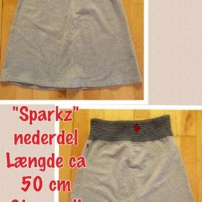 Sød nederdel. Længden er 50 cm